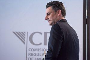 Renuncia Guillermo García Alcocer, presidente de la CRE