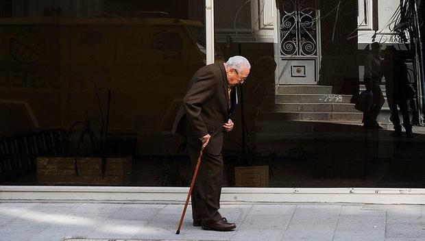 Zapatos inteligentes ayudan a encontrar a personas con Alzheimer que se pierden