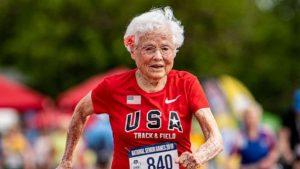 VIDEO: Corredora rompe un nuevo récord ¡a sus 103 años!