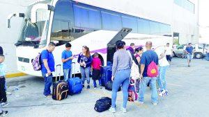 Trasladan a casa a 55 mexicanos