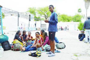 Buscan africanos casarse con neolaredenses