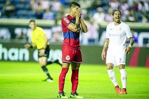 Siguen Chivas sin  conocer victoria