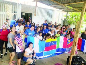 Reciben donaciones migrantes en AMAR