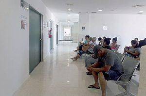 Se cansan de esperar en el IMSS y se van