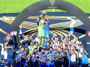 Cruz Azul vence a Necaxa para alzarse con el primer título de la temporada