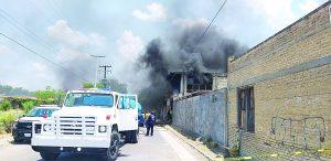 Arde edificio abandonado