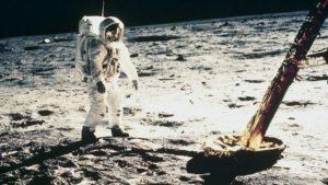 Trump pide a NASA enviar primera mujer a la Luna