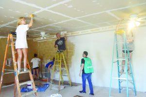 Jóvenes católicos  reconstruyen casas