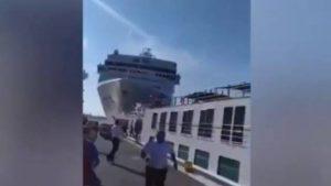 Un crucero choca contra otro barco en el puerto de Venecia
