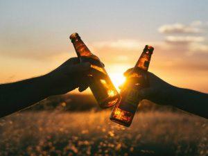 Tomar cerveza te protege del Alzheimer… lo dice la ciencia