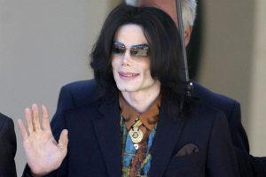 Demandan fans de Jackson a víctimas