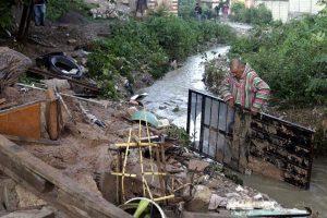 Mueren 7 por deslave de cerro en Puebla