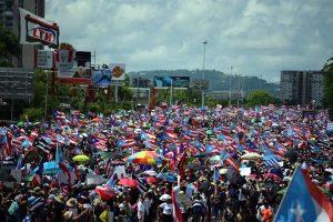 Marchan miles contra Gobernador de Puerto Rico
