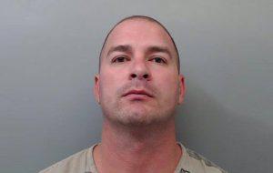 Agente que apuntó arma a féminas tiene 5 años en la BP