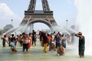 Rompe récord calor en París: 41.7 grados