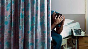 Muere hombre tras esperar 6 horas por atención médica