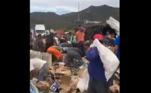 Hacen rapiña mientras chofer muere calcinado tras volcadura de tráiler en Jalisco