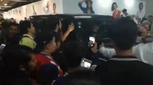 VIDEO: Hasta fans del América asisten a caótica firma de autógrafos de Oribe Peralta