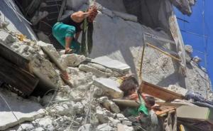 La foto que capta el drama de tres niñas en Siria se hace viral en las redes