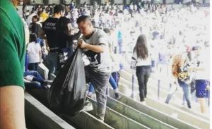 Afición de Pumas limpió el estadio de CU