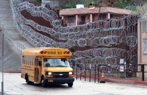Mexicano muere después de caer del muro fronterizo en EU