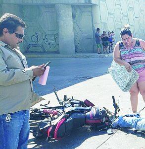 Se estrella en su motocicleta