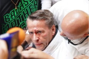 Alfredo Adame y Carlos Trejo se agarran a golpes en conferencia de prensa