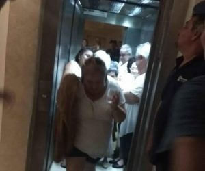 Rescatan a turistas de un elevador