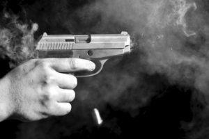 Disparan a policía de Laredo; chaleco lo salva