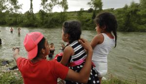 Cobran delincuentes $160 mil por cruzar a niños migrantes a Texas
