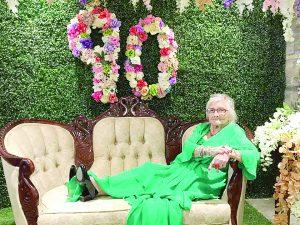 A sus 90 años,  le sobra alegría