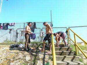 500 migrantes para una toma de agua…