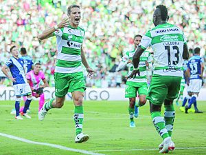 El Santos Laguna golea al Puebla y mantiene paso perfecto en el apertura
