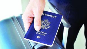 Podrían revocarle pasaporte su no paga impuestos al IRS