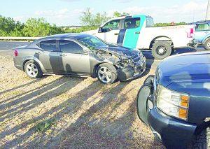 Camión contra auto deja una lesionada