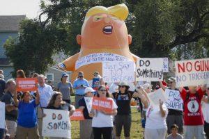 Trump visita Dayton y El Paso entre protestas