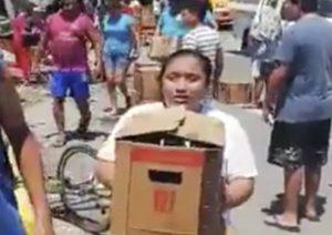 VIDEO: Roban cerveza y llantas de camión accidentado