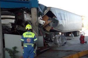 Se estrella tráiler contra caseta en Autopista a Saltillo