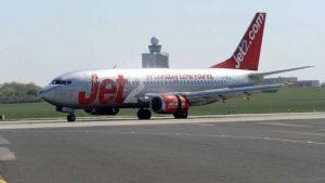 Pasajero aterriza de emergencia después de que piloto desmayó en pleno vuelo