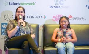 Niña mexicana recibe premio de ciencias