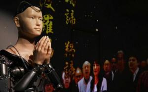 Sacerdote robot predica el budismo en Japón