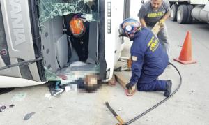 Fallece trailero tras volcadura en el Libramiento Mex II