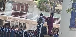 Lo rapan frente a toda la escuela por llevar el cabello largo