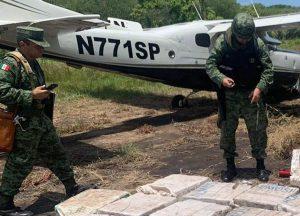 Aseguran aeronave con más de 112 millones de pesos en cocaína