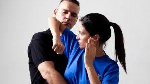 Ante inseguridad, aumentan mujeres que toman clases de defensa personal