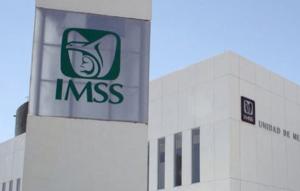 Acusan a médico del IMSS de violar a paciente y dejarla embarazada