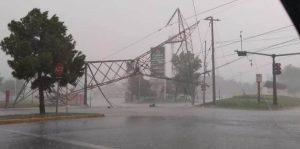 Lluvias, viento y granizo se registran en Monterrey