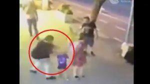 VIDEO: Mujer enloquece y apuñala en la cara a bebé de tres años
