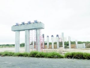 Construyen autopista menor a la prometida