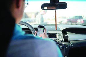 Usar celular y chocar es  delito grave